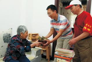 百步亭社区统战部为辛亥革命元老李书城之女解决住房难