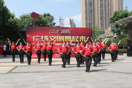 关山街保利社区文艺志愿者表演舞蹈《舞动中国》.jpg