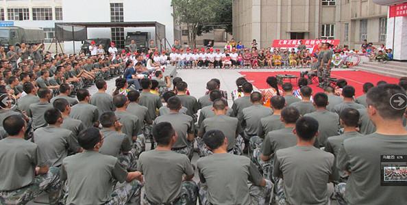 """新疆库车县新城街道军民同庆""""八一""""建军节"""