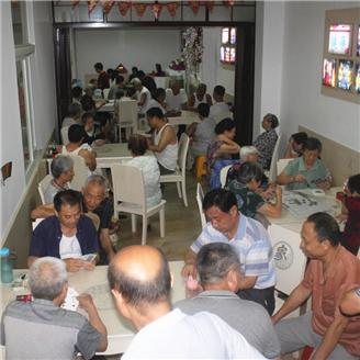 营北社区:居家养老服务中心变身纳凉点