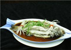 莼菜鲈鱼游上桌