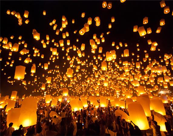 江西放飞数千孔明灯