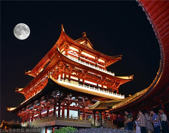 长沙:月色与杜甫江阁交相辉映