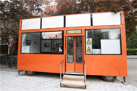 2007年,在北京红十字会的帮组下成立叶如陵团队工作室,在这间小屋给居民义诊.JPG