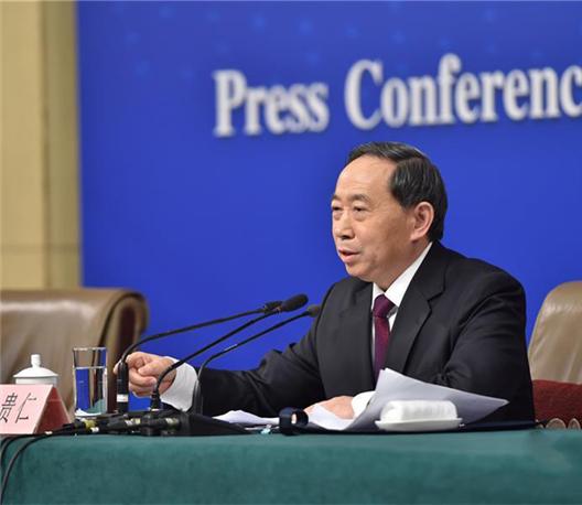 袁贵仁:教育部门要下更大的功夫做好关爱留守儿童工作