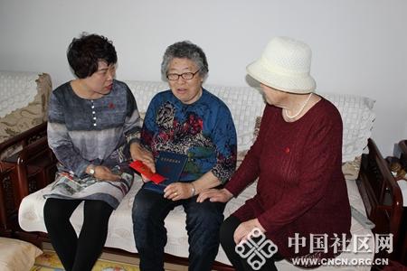 吴书记送上慰问金 - 复件_副本.jpg
