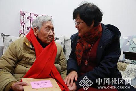 张学卫看望慰问全国文明家庭代表李声英
