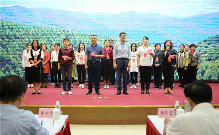 (第四组学员表演大合唱《共筑中国梦》).jpg