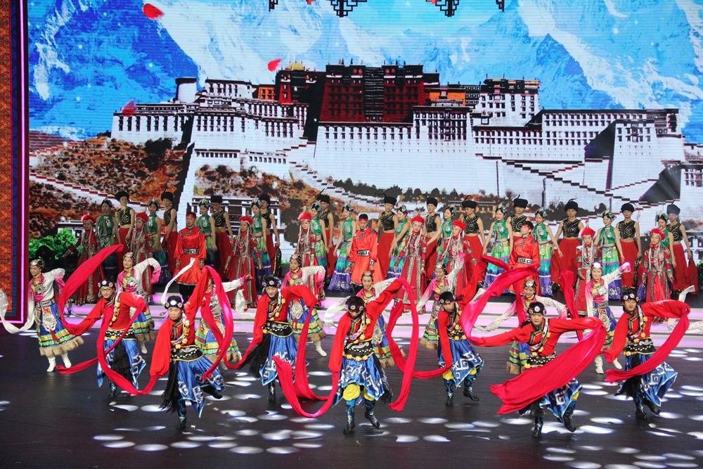 《民族欢歌》绽放舞台 全国社区网络春晚汇聚民族风情