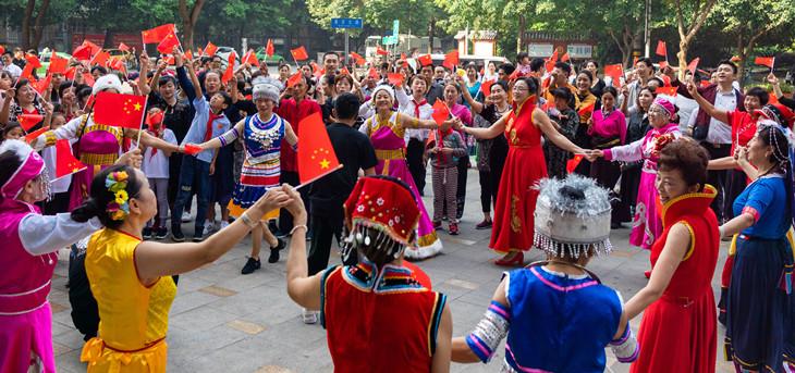 四川吉福社区开展热烈庆祝新中国成立70周年活动